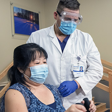 Beaumont doctor assists physical therapy patient